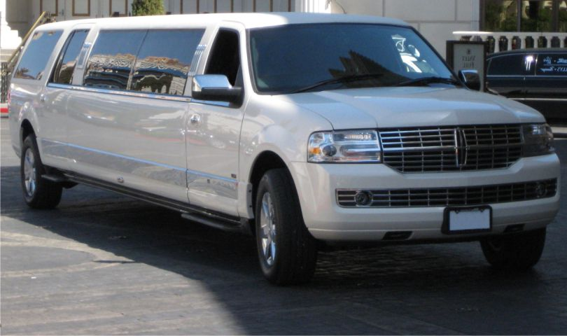 Lincoln Navigator 14 passanger SUV limo front1 Affordable Limo Inc