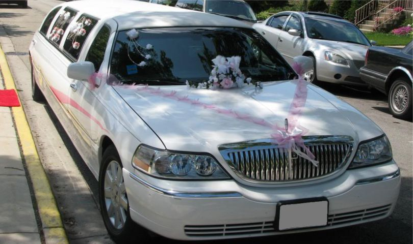 Lincoln Town Car 10 passanger stretch limo front, wedding decorations Affordable Limo Inc