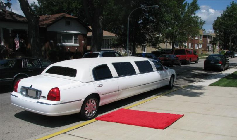 Lincoln Town Car 10 passanger stretch limo rear, red carpet view Affordable Limo Inc