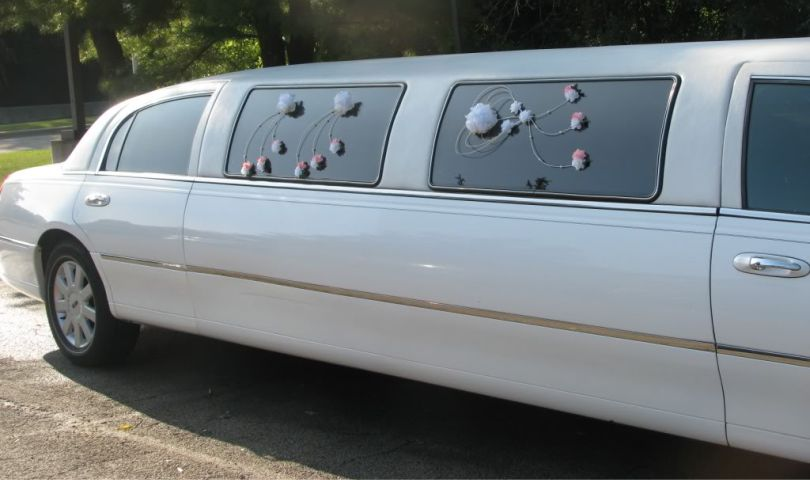 Lincoln Town Car 10 Passenger Stretch Limo Affordable Limousine